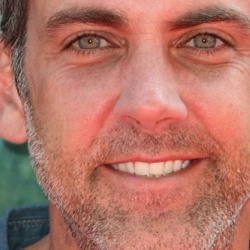 Carlos Ponce Height in feet/cm. How Tall